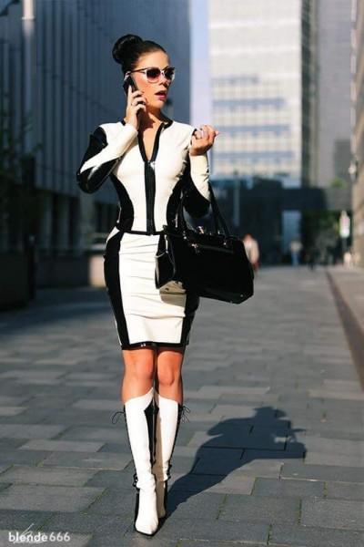 """Latex Kostüm in Schwarz und Weiß aus der Kollektion """"Doreen""""."""